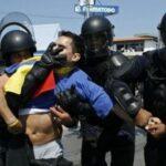 EUA: Militares e polícias treinam contenção de motins sociais relacionados com crise económica.